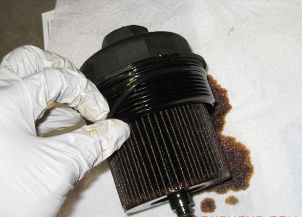 Заменяем масляный фильтр Мазда Синтия